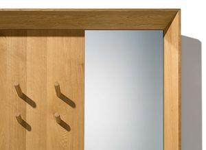 Ingresso haiku con pannello in legno naturale con spazio per giacche