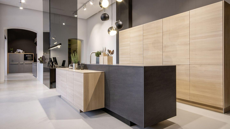 Filigno in Eiche weiss mit Basalblack Küchen Store Wien