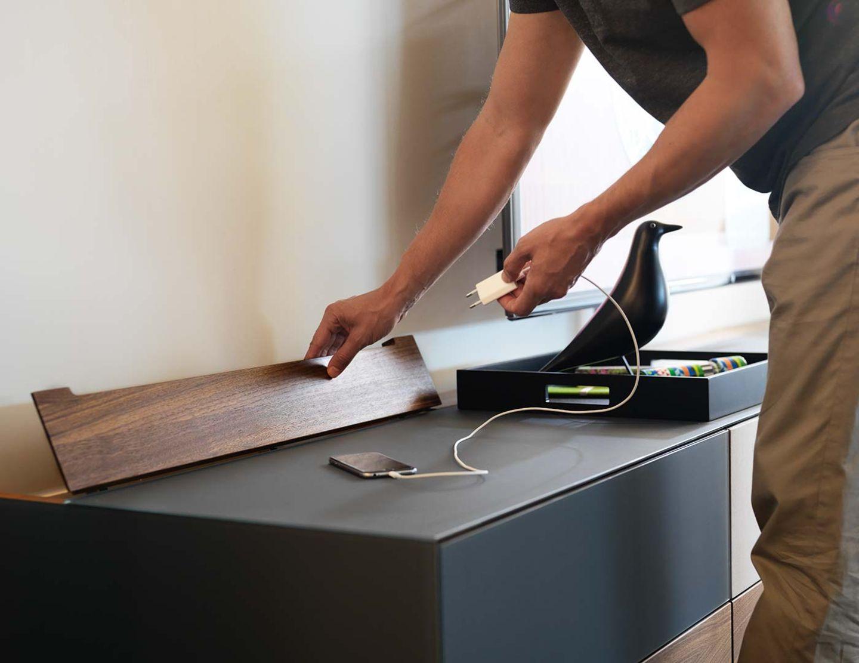 Mobili per l'home entertainment cubus pure con elemento passacavi