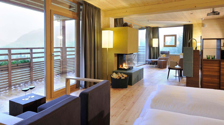 Мебель от TEAM 7 из массивного натурального дерева в отеле Forsthofalm