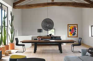 Tisch aus Massivholz nox in Nussbaum von TEAM 7