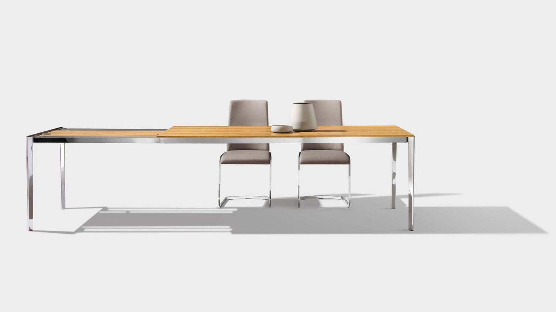 Table extensible tak avec chaises f1