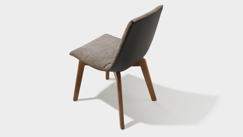 chaise revetement en tissu pietement en bois naturel lui