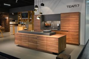 Cucina in legno naturale filigno di TEAM 7