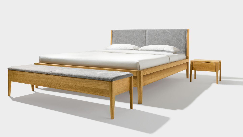 lit mylon avec table de chevet et banc avec espace de stockage