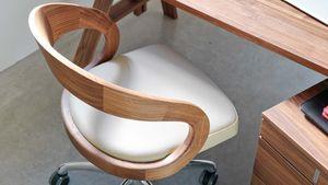 Sedia girevole girado con schienale in legno naturale