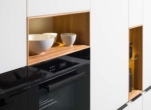 linee kitchen in solid wood with space for decoration