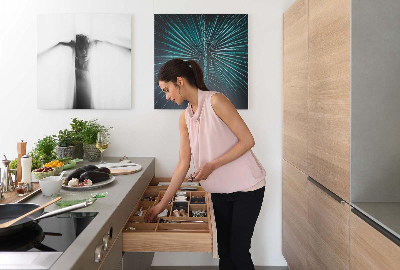 Cucina di design filigno in rovere con frontali in ceramica