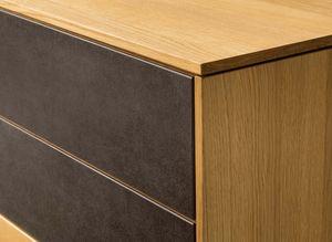 Sideboard filigno in legno naturale con elegante rivestimento