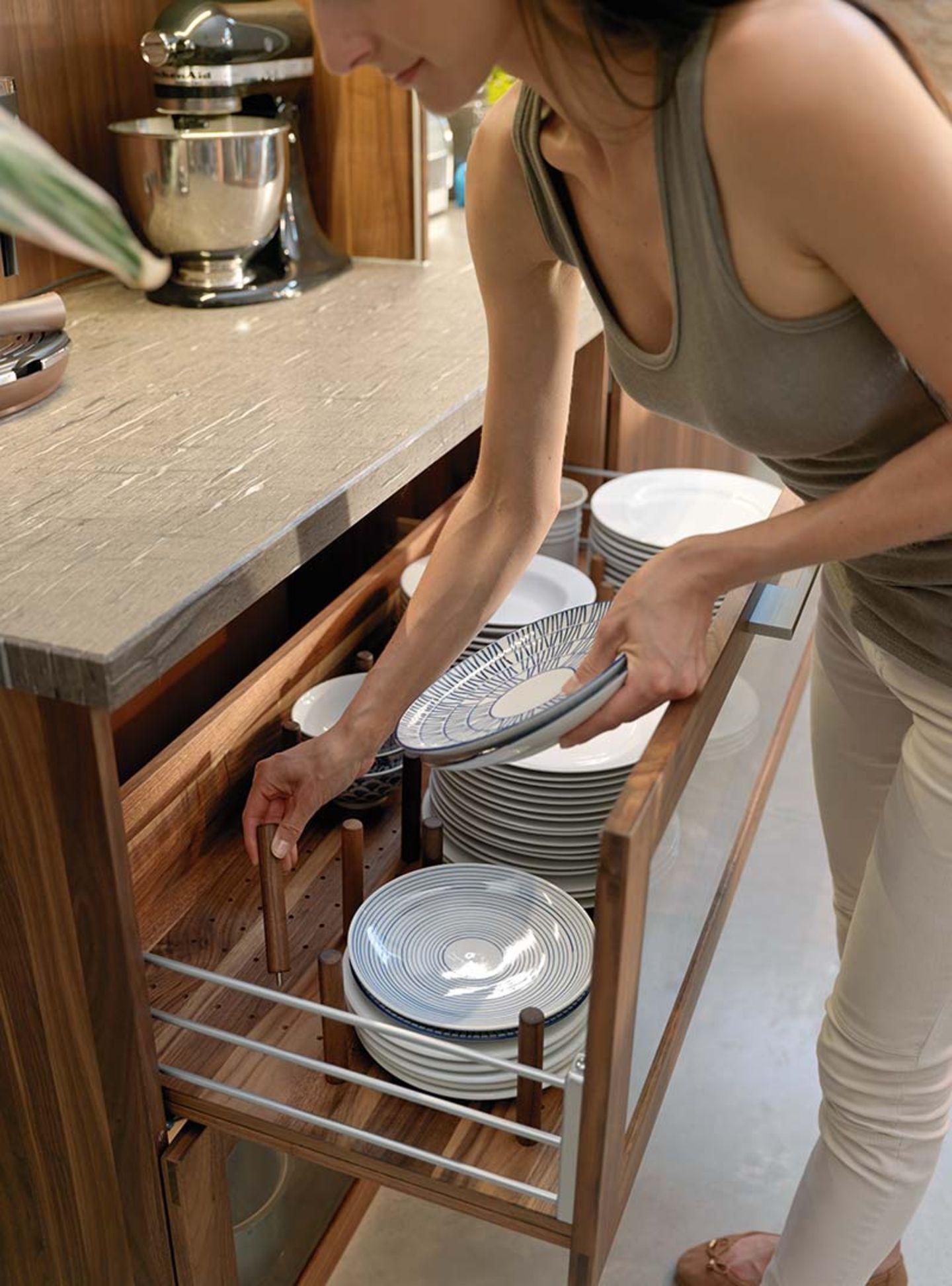 Cucina in legno loft con base portapiatti e distanziatori