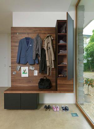 Design Garderobe cubus pure in Nussbaum