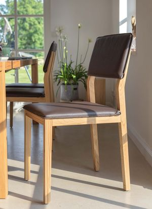 Chaise en bois massif s1 avec revêtement en cuir