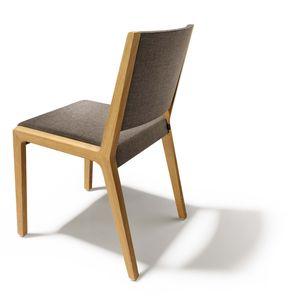 Stuhl eviva aus massivem Holz mit Stoffbezug