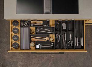 Ladeneinteilung mit OrganiQ Besteckeinsatz in der echt.zeit Küche in Eiche von TEAM 7