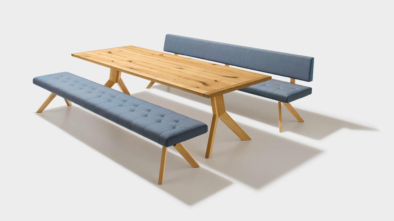 Tavolo in legno yps per zona pranzo con panca in tessuto