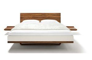 Bett riletto mit Konsolen aus Massivholz von TEAM 7