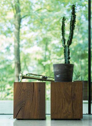 Приставной стол из дубового блока