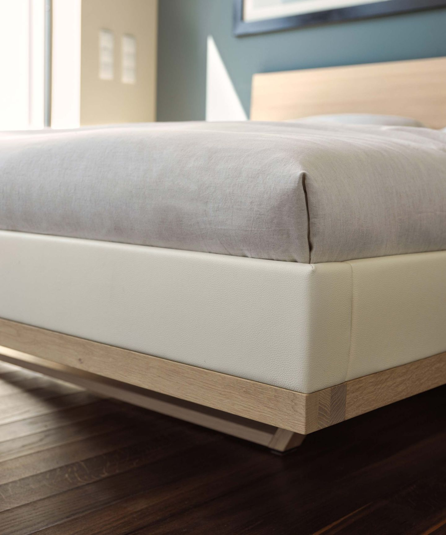 riletto solid wood bed with leather bed sides