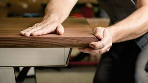 Tisch nox gefertigt in höchster Handwerkskunst