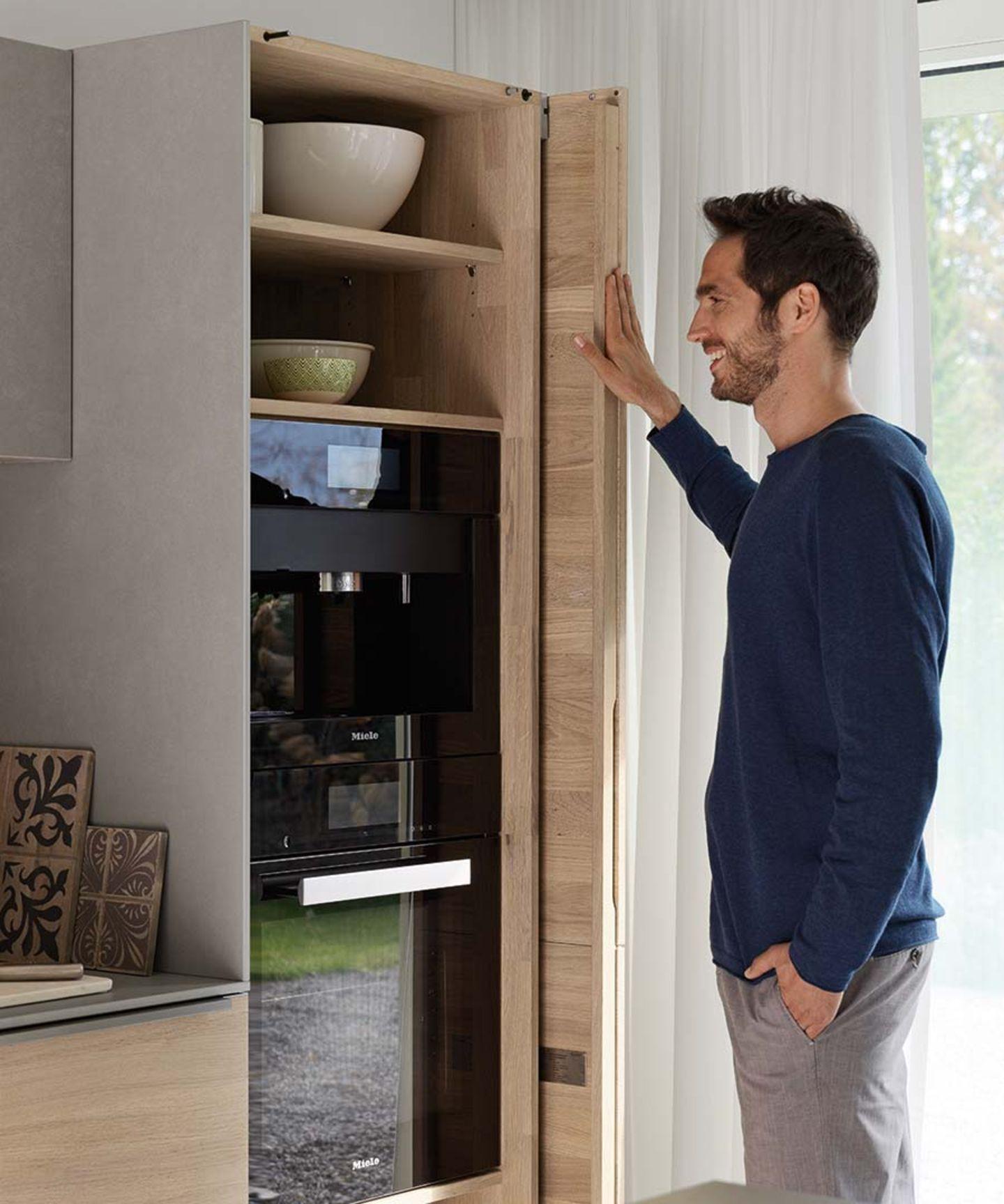 Cucina filigno con armadio per elettrodomestici con ante scorrevoli