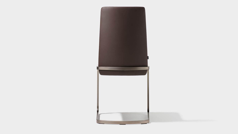 Chaise cantilever f1 en cuir brun foncé vue de derrière