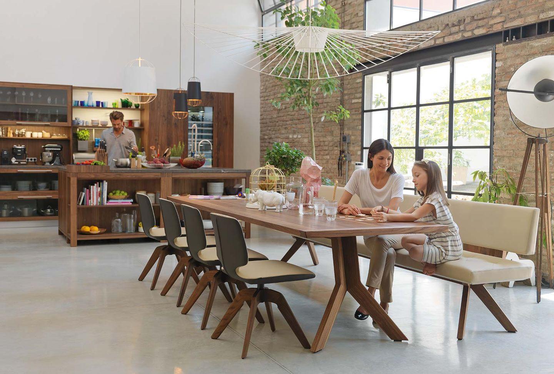 Cuisine loft en bois massif avec salle à manger yps en noyer