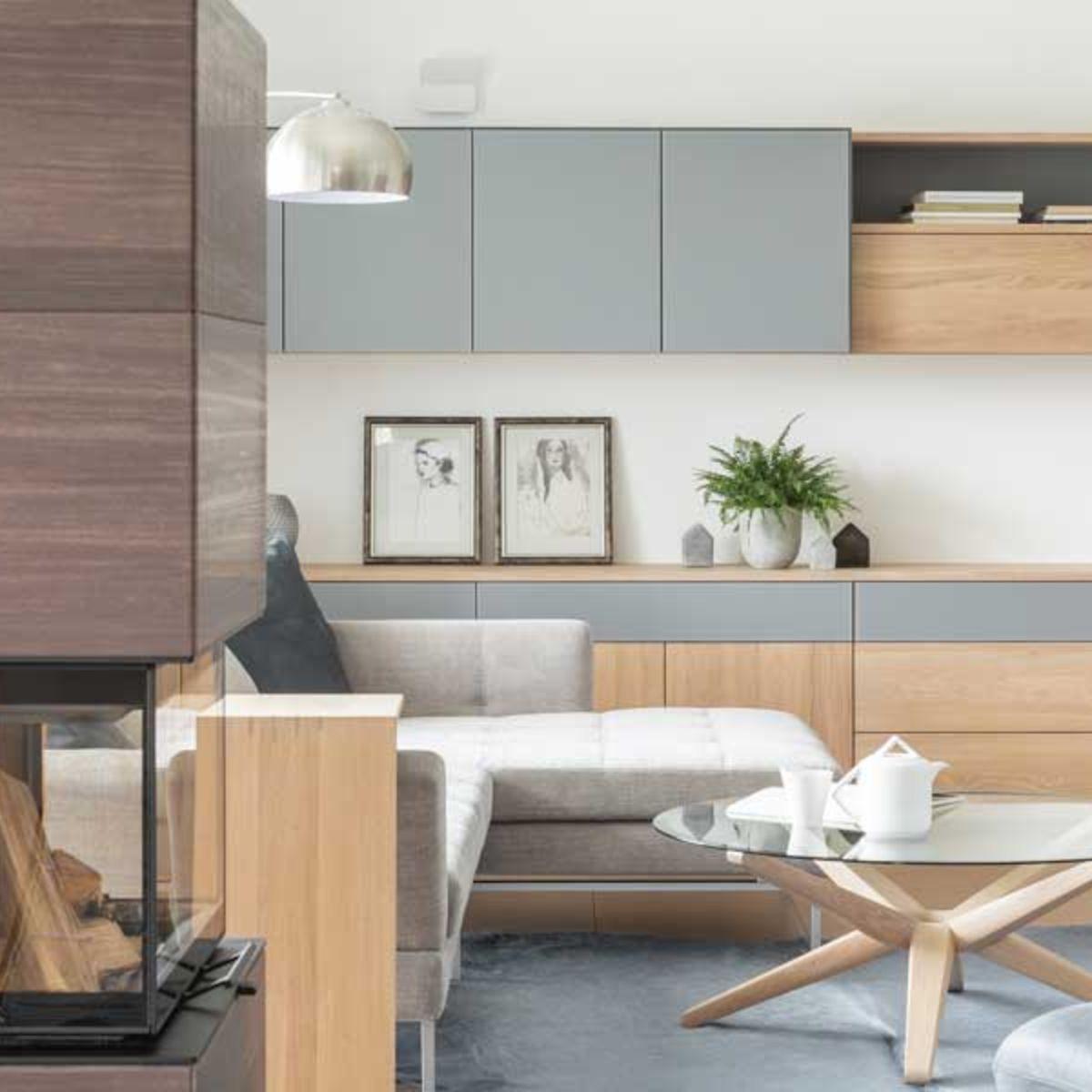 Wohnwand mit sidekick Beistelltisch und stern Couchtisch von TEAM 7 Wien