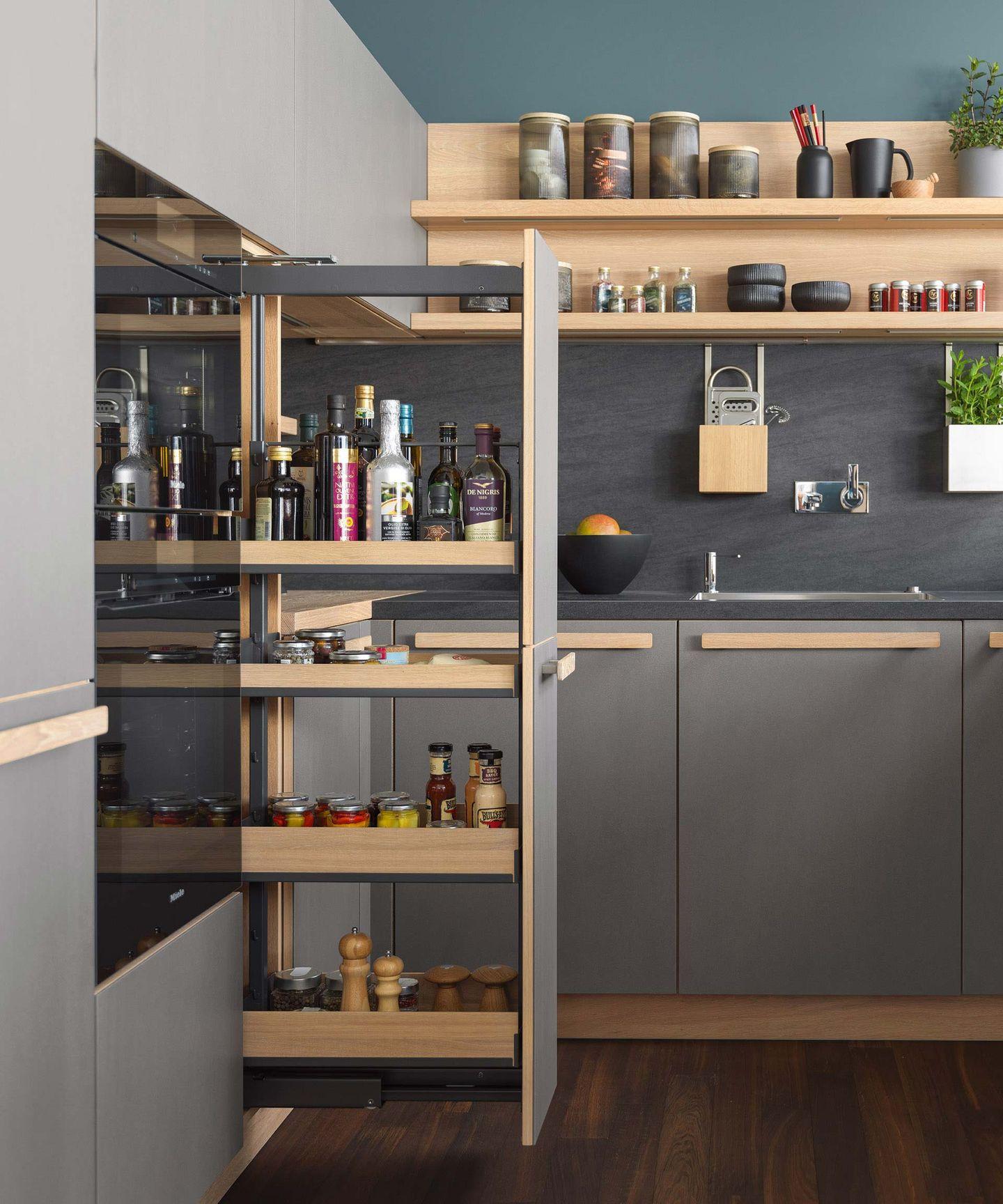 Шкаф-карго в кухне cera line