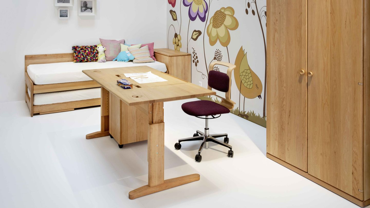 heigh-adjustable writing table TEAM 7 Wels