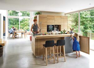 Cucina in legno massello linee in rovere con sgabello ark in tessuto