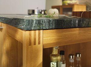 Assemblage à tenons et mortaises en bois massif de la cuisine loft
