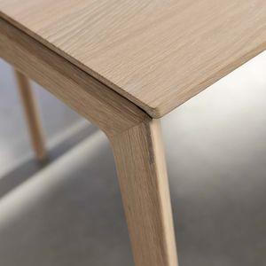 Table extensible design tak avec piétement en bois et faible épaisseur de matériau