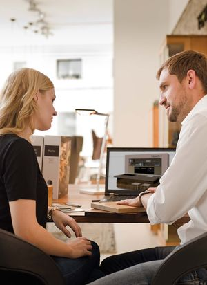TEAM 7 apprentice interior designer with apprentice officer
