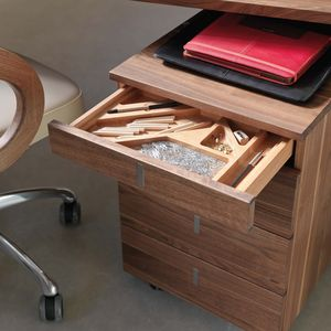 Bureau cubus et caisson sur roulettes avec agencement intérieur pratique