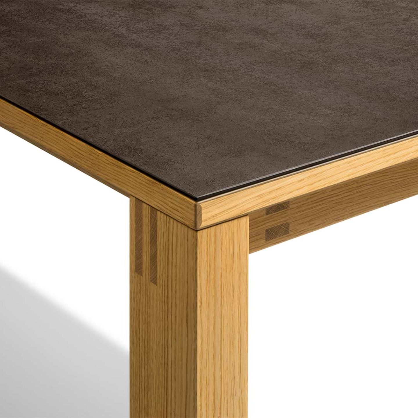magnum extendable table with slot-and-pin connection with ceramic surface