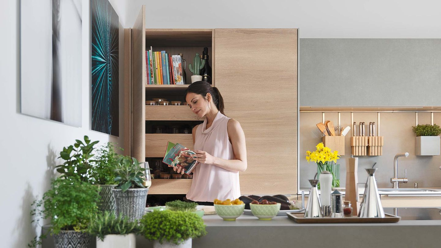 filigno kitchen with tall cabinet and practical drawer organisation