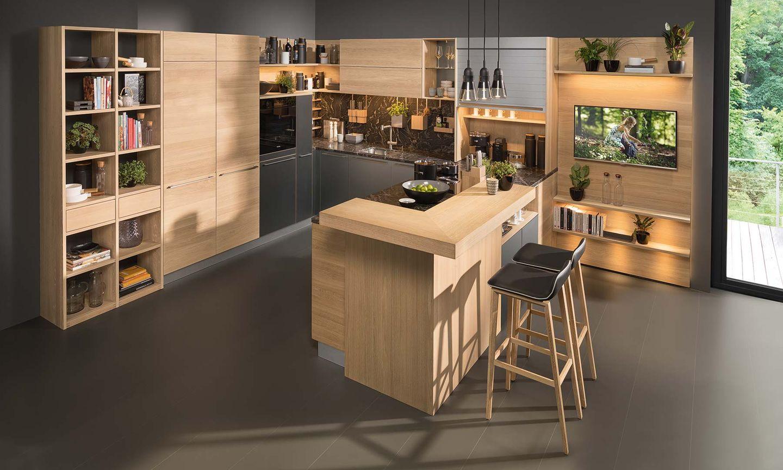 """Дизайнерская кухня """"linee"""" с белыми фронтонами"""