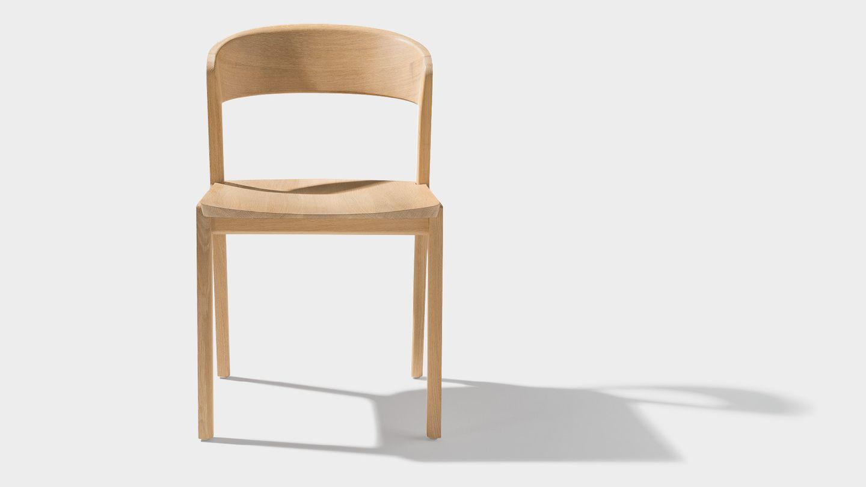 chaise mylon en bois massif de face