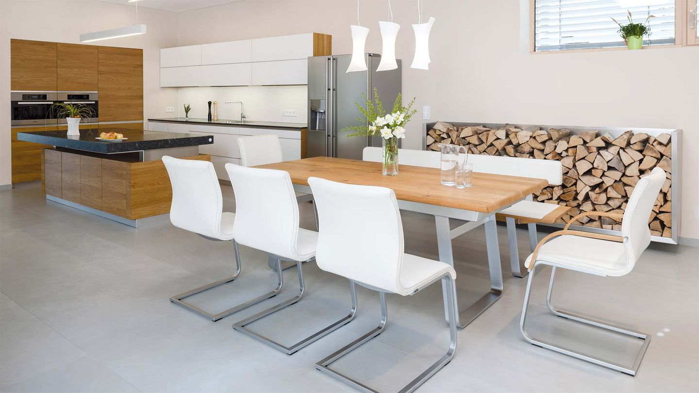 TEAM 7 k7 kitchen, nox table and magnum cantilever chair at the Hafnertec company
