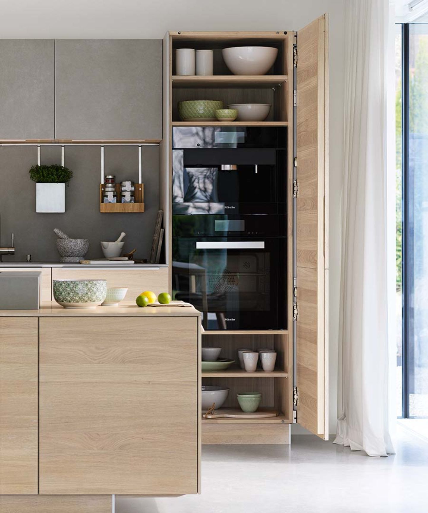 filigno kitchen with pocket sliding door in oak