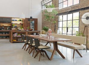 Sitzbank yps aus Naturholz mit yps Tisch und aye Stühlen