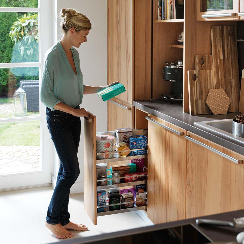 Cucina in legno massello rondo con moltissimo spazio
