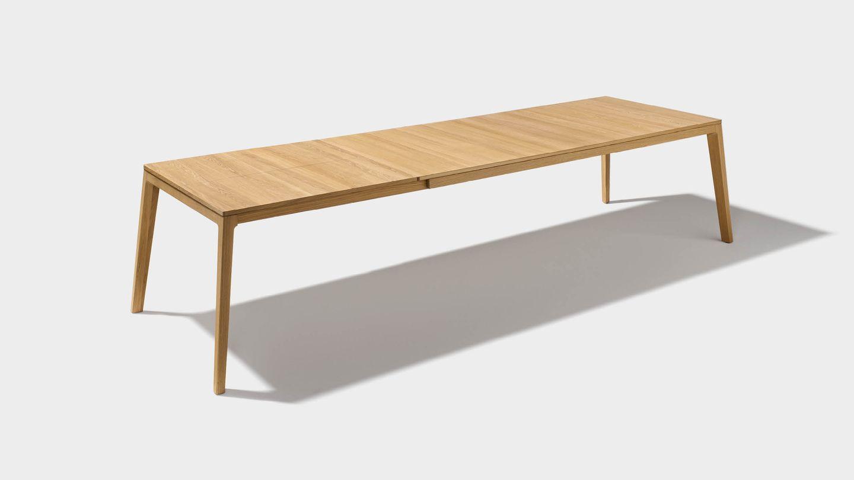 mylon extendable table in oak wood