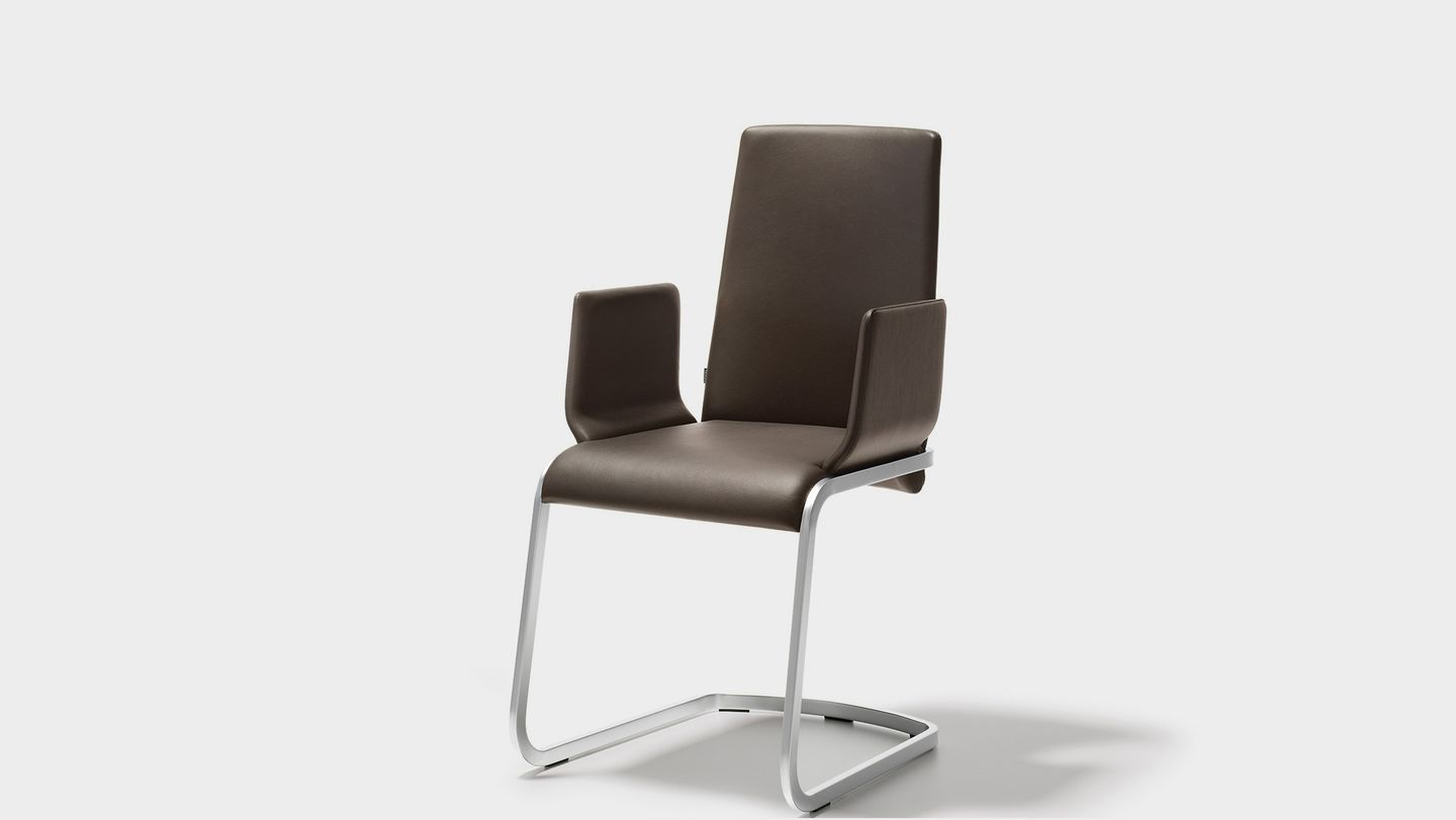f1 cantilever chair with armrest from TEAM 7