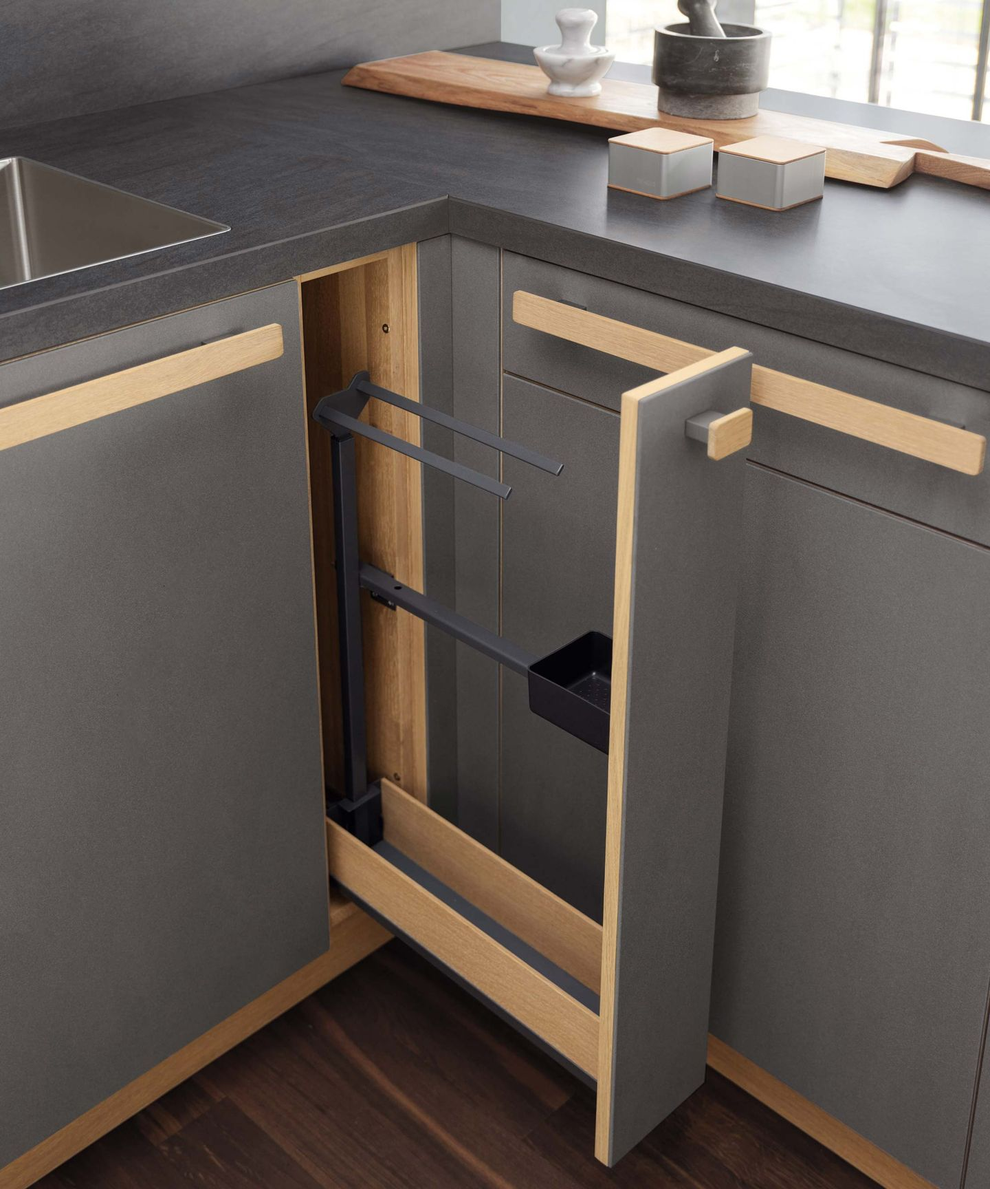Мелкий ящик в кухне cera line