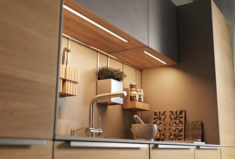 Cuisine design filigno en chêne avec façades en céramique