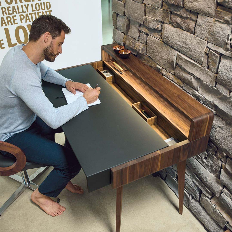 Bureau sol avec deux plateaux encastrés, l'un en bois et l'autre en cuir