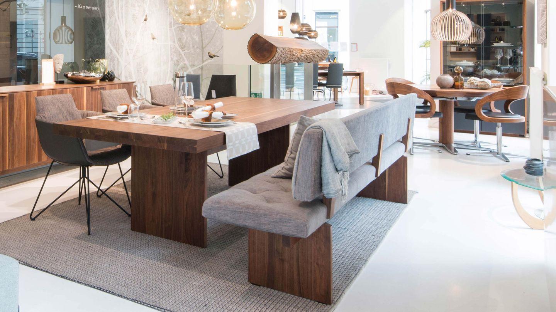 tema Tisch in Nussbaum im TEAM 7 Store in Wien
