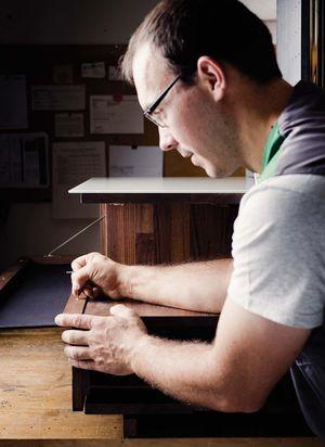 Meuble home entertainment cubus pure en pleine fabrication artisanale