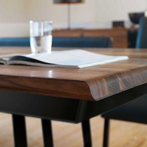Tisch nox aus massivem Naturholz